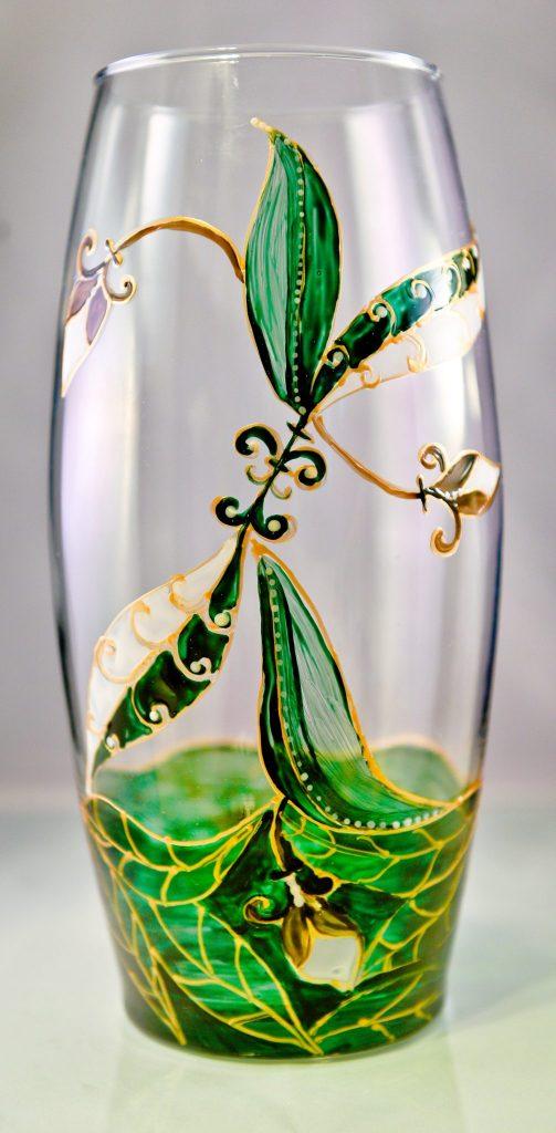 vaza pictata manual cu flori stilizate